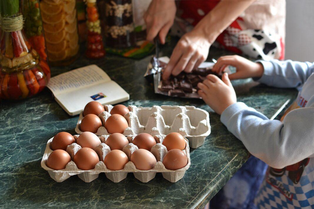 gotowanie w domu z małymi dziećmi